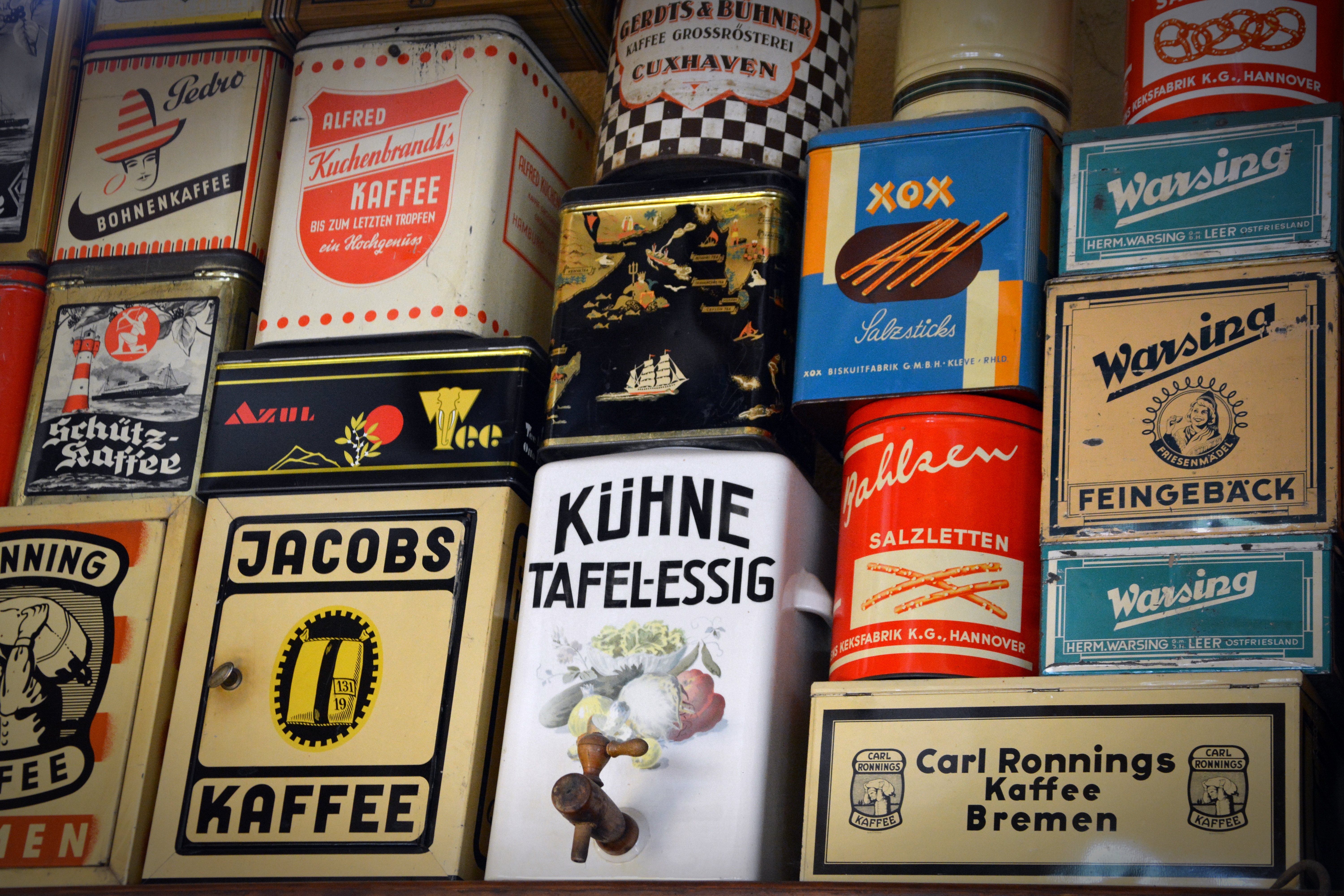 sale-shelf-old-cans-food-162927